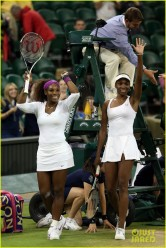 The Williams sisters win the doubles 2007